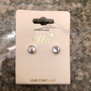 BRAND NEW STUD EARRINGS!